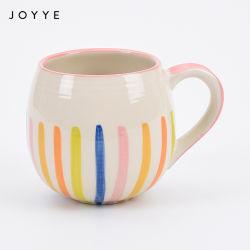 熱い販売の石器の手塗りの円形のハンドルの陶磁器のマグ