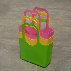 Panier avec en plastique coloré de stockage