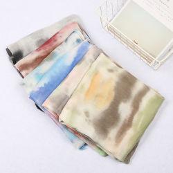 ばねおよび夏の形態上の多彩で漸進的な着色された絹のスカーフ