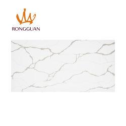Lastra bianca personalizzata della pietra del quarzo di Calacatta di prezzi delle mattonelle del marmo dell'oro del piano d'appoggio del controsoffitto della cucina di formato