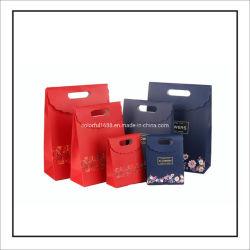 La chine boutique de luxe personnalisée en usine de bijoux Sac en papier d'emballage de cadeaux de mariage avec poignée de découpe