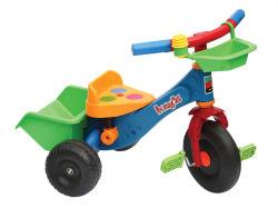 Il giocattolo dell'automobile dei bambini scherza il triciclo (H4646019)
