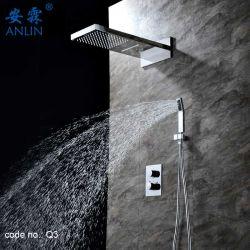 Casa de banho com duche termostático montada na parede definido