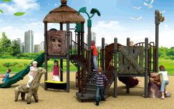 Il campo da giuoco esterno dei bambini allegro va isola felice del tondo nel mondo