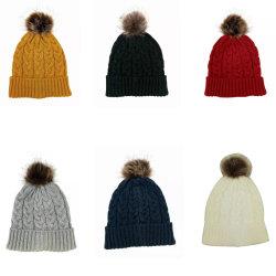 숙녀의 겨울 온난한 가짜 모피 자동 고사포를 가진 형식에 의하여 뜨개질을 하는 케이블 모자 모자