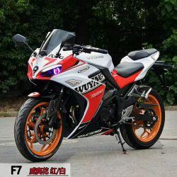 F7 che corre motociclo