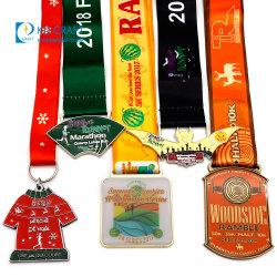 Medaille van de Toekenning van het Metaal van de Herinnering van het Ras van de Marathon van de Sport van het Email van de Legering van het Zink van de fabriek de Naar maat gemaakte Herdenkings Lopende Gouden met 3D Embleem