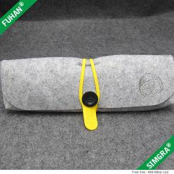 Le pliage parapluie gris sac de tissu boutonnées estimé de l'emballage