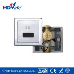 Il bagno ha celato la valvola infrarossa del sensore di rossoreare automatico della toletta con il pulsante