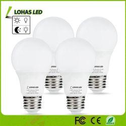 LED-Dämmerung, zum zu dämmern Birnen-Fühler-Glühlampe, 6W A19 LED warme automatische helle Fühler-Birne des Weiß-2700K