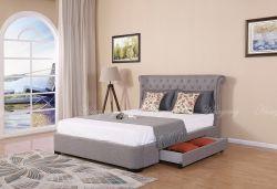 Chambre avec lit double et canapé-lit moderne et lit capitonné