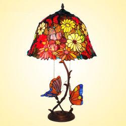 Commerce de gros Handmade Tiffany avec des vitraux de lampe de table