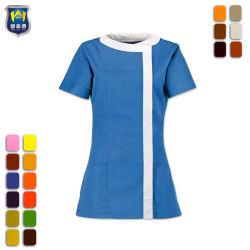 Azzurro con il salone tailandese bianco ed uniforme della STAZIONE TERMALE per le signore