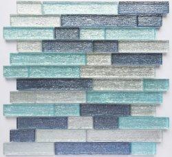 壁のガラス石造りのモザイクまたはAzulejoまたは建築材料またはMateriale Da Costruzioneのための淡いブルーの銀製の表面の穀物のデッサンのガラスモザイク