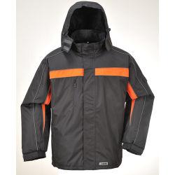 O homem exterior de alta qualidade com capuz jaqueta de vestuário de trabalho pesado