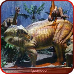 Lebhafter großer Spielzeug-Dinosaurier mit Ton