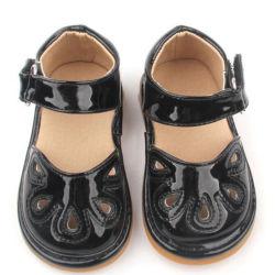고무 베이비 PU 삐걱거리는 신발 신생아 베이비 샌들 신발