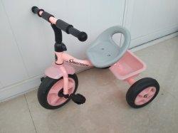 乗るべき子供のための赤ん坊の自転車か三輪車