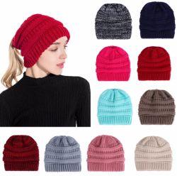 Protezione costolata solida del cappello del Beanie del panino di Junque di alta qualità del Ponytail Funky delle donne delle donne sudicie di Beanietail