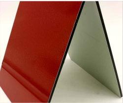 진한 빨강색 알루미늄 합성 위원회 사용 벽 완료