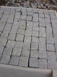 燃え立つ中国の灰色か黒くまたは暗い灰色か白い花こう岩G654/G682/G603/G602/G664/G687かブッシュHameredか自然な分割立方体または縁石または敷石