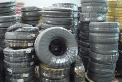 L'ensemble flexible DIN EN 856 4sh/4SP SAE 100 R12/R13/R15 fil flexible en caoutchouc hydraulique en spirale