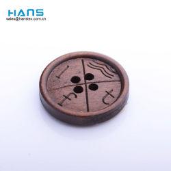 刻まれたカスタムロゴ木ボタンを縫うハンズの速い配達