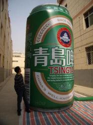 販売のためにびんを広告する巨大で膨脹可能な缶