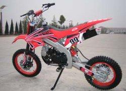 125cc Loncinエンジン、Mikuniのキャブレター(CB05)を搭載する十字のバイク