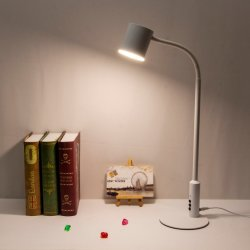 USBの充満ポートが付いている調査の机LEDの電気スタンドのための卓上スタンド