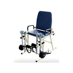 El equipo de médicos de rehabilitación de la pierna trasera con Castor Braker Therap física