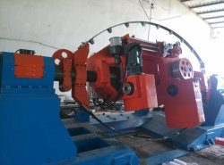Großes Industrie-Maschinen-Kabel, das Maschinen-TrommelTwister verdreht