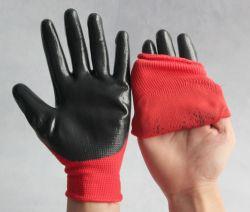 De rode Nylon Handschoenen van de Veiligheid van het Werk van de Greep van het Nitril van de Voering Zwarte Met een laag bedekte Zandige Goede