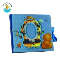 Libro rilegato della cassa dell'album di memoria del bambino con i nastri di seta