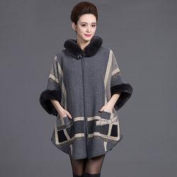 El Cashmere Cardigan tejida con Tapa y cuello redondo manto