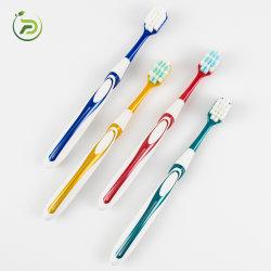 De aangepaste Volwassene van de Tandenborstel van de Zorg van de Kleur Tand Plastic
