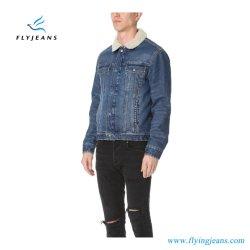 깎 Ling는 남자와 소년을%s 파란 데님 재킷을 일렬로 세웠다