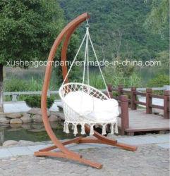 Patio con jardín de balanceo colgando columpio Silla con estructura de madera