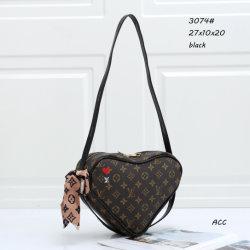 黒い夏の贅沢なブランドの女性のショルダー・バッグの方法標準的なモノグラム普及したハート形L*-Vのバッグレディー偶然ベルト袋