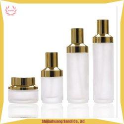 Le luxe de faire jusqu'Set Bouteille Blanc givré et Jar avec pompe d'or