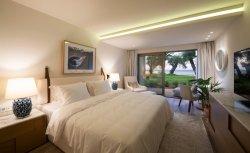 Beach Resort обставлены мебелью с двумя спальнями состоит из натуральной кожи Кинг-кровать и диван белого цвета кресло