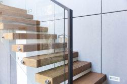 Design moderno em madeira corrimão de vidro/grades de proteção sólida escada de madeira