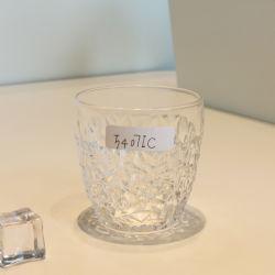 卸し売り棒普及した方法によって刻まれるウィスキーのガラスワインのコップ