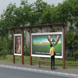 外でバス待合所のLightboxの全構造の静的な広告