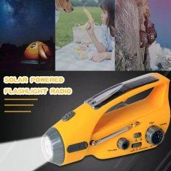 Torcia portatile a LED di emergenza con manovella solare con caricatore per telefono, funzione radio FM/AM per escursioni all'aperto in campeggio