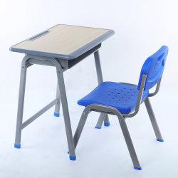 新しいデザイン教室の学生によって使用されるプラスチック古い一次高等学校の家具の永続的な机