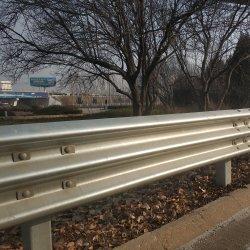 AASHTO M180 W Beam Guardrils Roadway Corruged Road Safety مجلفًا الطريق السريع السريع حارس السكك الحديدية تحطم حاجز الحاجز شعاع