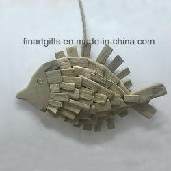 Formato de peixe pendurado na parede decoração com madeira natural