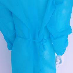 使い捨て可能な医学の保護殺菌した病院のNonwovenは隔離の手術衣にガウンを着せる