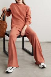 Girocollo Brixton Ribbed 캐시미어 천 형식 스웨터를 입어 여자